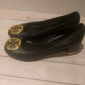 Beautiful genuine leather shoes by Tory Burch 🍀